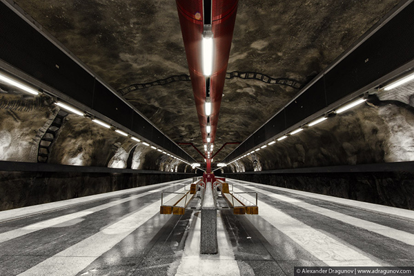 Alexander-Dragunov-Stockholm-Subway-Photography-4