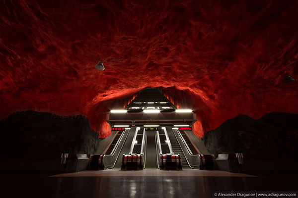 Alexander-Dragunov-Stockholm-Subway-Photography-7