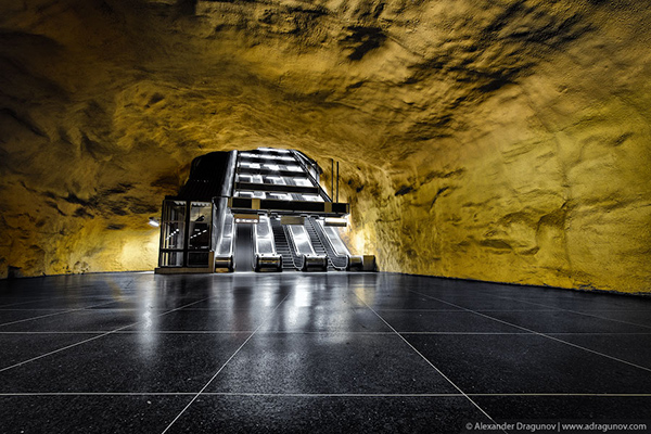 Alexander-Dragunov-Stockholm-Subway-Photography-9