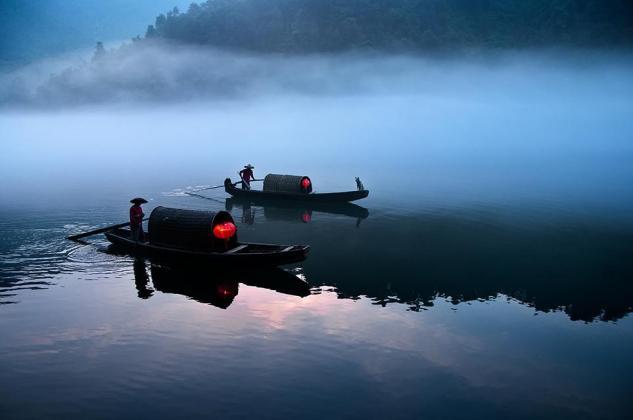 Smithsonian-photo-contest-travel-ferry-china-sunrise-hunan-namibia-teng-khoo