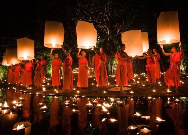 Smithsonian-photo-contest-travel-monks-lanterns-thailand-daniel-nahabedian