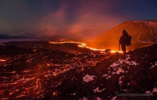 lusika33_erupting_volcano1