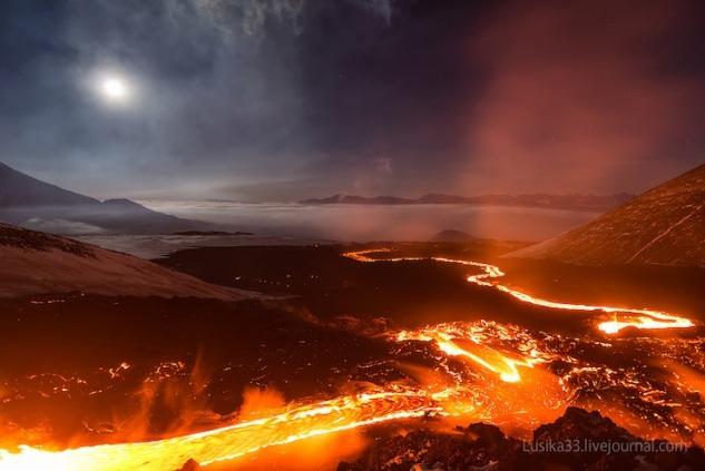 lusika33_erupting_volcano11