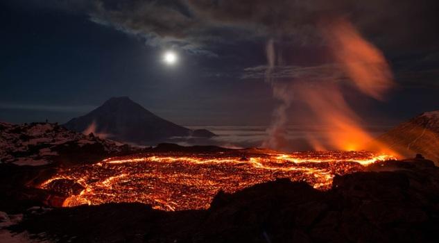 lusika33_erupting_volcano2