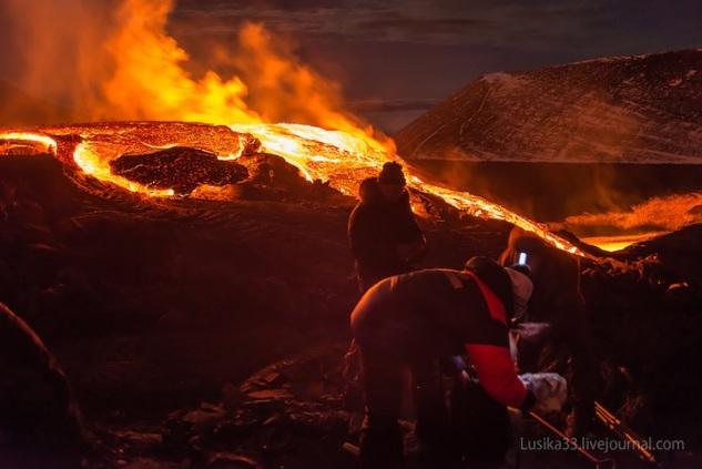 lusika33_erupting_volcano5