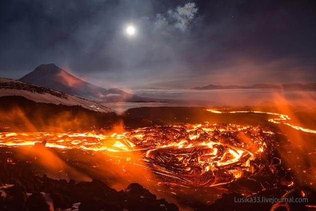 lusika33_erupting_volcano7